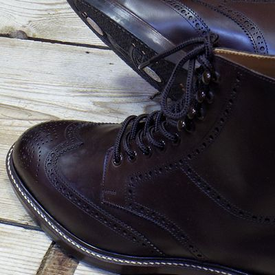 wingtip toys Men's brown suede santoni round-toe wingtip brogues with leather soles and lace-tie closures at uppers.